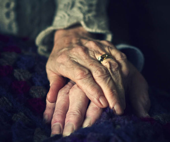 elderly-couple-holds-hands-London-384684